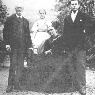 K.G.Junga ģimene. No kreisās puses Junga tēvs, māsa, māte un Jungs.
